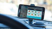 Música en el coche con Spotify y Waze