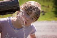 Por qué hay que beber agua