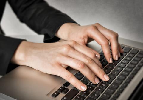 Poner el guión bajo (_) en el teclado: en Windows, Mac y móviles