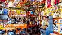 Multa a LaLiga española por usar móviles de aficionados para espiar a los bares