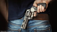 Critican a Facebook por venta de armas