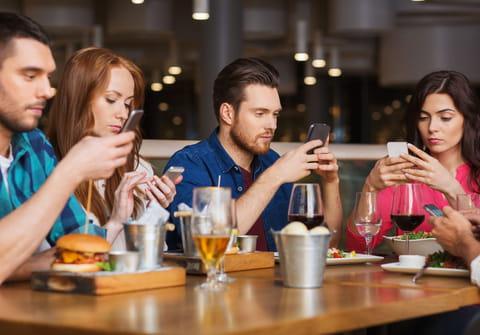 Combatir la adicción al celular: tratamiento, consecuencias