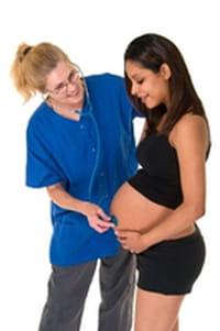 Edad materna está asociada con riesgo de complicaciones en el parto: estudio