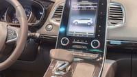 El auto de Tesla aparca solo