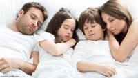 Más riesgos de dormir poco o demasiado