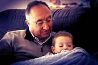 El estrés por cuidar a los nietos puede afectar a la salud de los abuelos