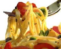 ¿Por qué engorda menos comer la pasta recalentada?